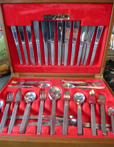 GERALD BENNEY for Viners, Sheffield. Sable Pattern. EXTENSIVE Canteen Set of 90 Pieces in Original Wooden Case
