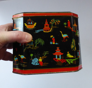 Vintage 1950s SCOTTISH Biscuit Tin for William Crawford. Stylish Mid Century Image with Stylised Chinese Motifs