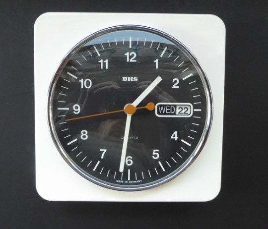 Vintage 1970s White Plastic and Chrome Wall Clock. Good Vintage Condition with Second Hand & Date Window. Battery Operated