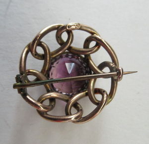 Vintage 9ct Gold Brooch. Beautifully Made Solid Gold Brooch Set with Faceted Amethyst Stone