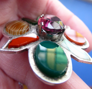 SCOTTISH SILVER: Vintage Agate Brooch with 1952 Glasgow Hallmark. Brooch set with Coloured Agates and Dark Amethyst