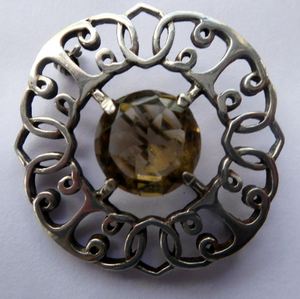 SCOTTISH SILVER Brooch. Stylish 1970s Celtic Design with Large Central Citrine