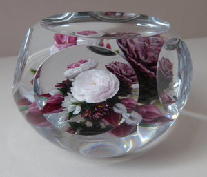Rare RICK AYOTTE Limited Edition 1995 Cusion Cut Paperweight: Floral / Roses