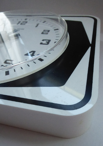Vintage 1970s ANSTEY & WILSON Abstract Black and White Wall Clock. Good Vintage Condition. Battery Operated