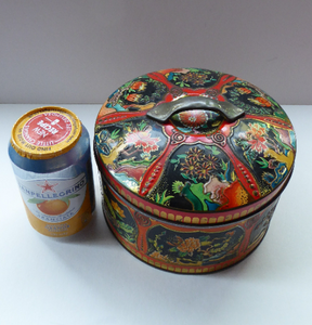 Large Circular VINTAGE Gray Dunn Biscuit Tin, with Japanese / Art Nouveau Decorations. Aesthetic Movement Colours