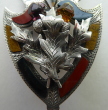 Load image into Gallery viewer, Antique 1901 SILVER BROOCH. Large Shield Brooch with Agates and Overlaid Silver Thistle. Adie Lovekin Ltd