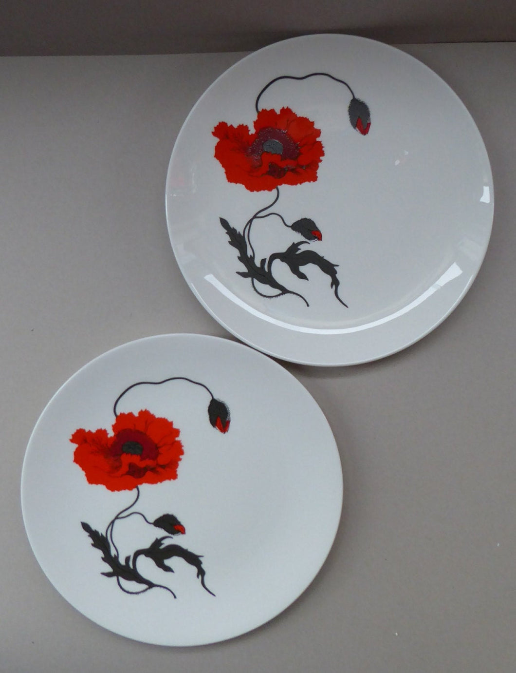 SUSIE COOPER for WEDGWOOD. 1971 Cornpoppy Design. Stylish Floral Bone China Dessert Plates - 9 inches
