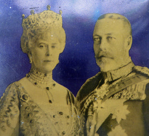 Rare 1930s Art Deco King George V and Queen Mary Silver Jubilee Tin. Advertising Item of Lyons Tea