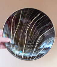 Load image into Gallery viewer, 1950s ARABIA, FINLAND. Shallow Bowl with Space Age Sgrafitto Design
