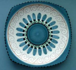 Attractive Vintage 1950s / 60s NORWEGIAN Hand Made Plate. Elle Pottery
