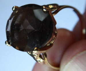1970s Vintage 9ct Gold Ring with Decorative Shoulders and Stone Setting. UK Size S with LARGE Oval Faceted Smoky Quartz Stone