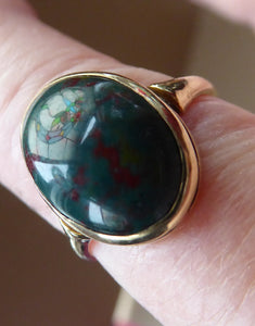 Vintage 9 ct gold Signet Ring with Oval Bloodstone. Fully marked inside. Weight: 2.7 grams
