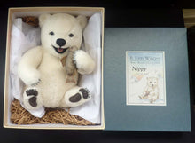 Load image into Gallery viewer, Gorgeous R. John Wright NIPPY BABY BEAR Limited Edition Polar Bear No. 294 / 500. In original box, with tag & pristine
