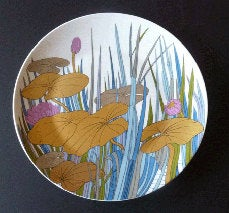 1970s ROSENTHAL Large Charger by Alain Le Foll Studio Line Wall Plaque, with Gold Water Lilies. 13 inches diameter