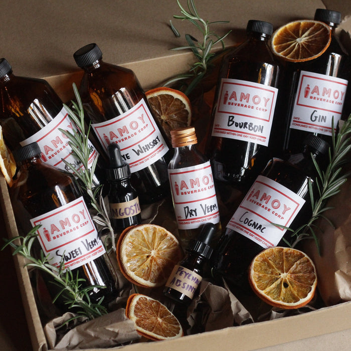 hdiy home cocktail kit containing gin, vermouth, cognac for stiff and stirred cocktails, like old fashioned, negroni, sazerac, manhatten and more. be your own bartender