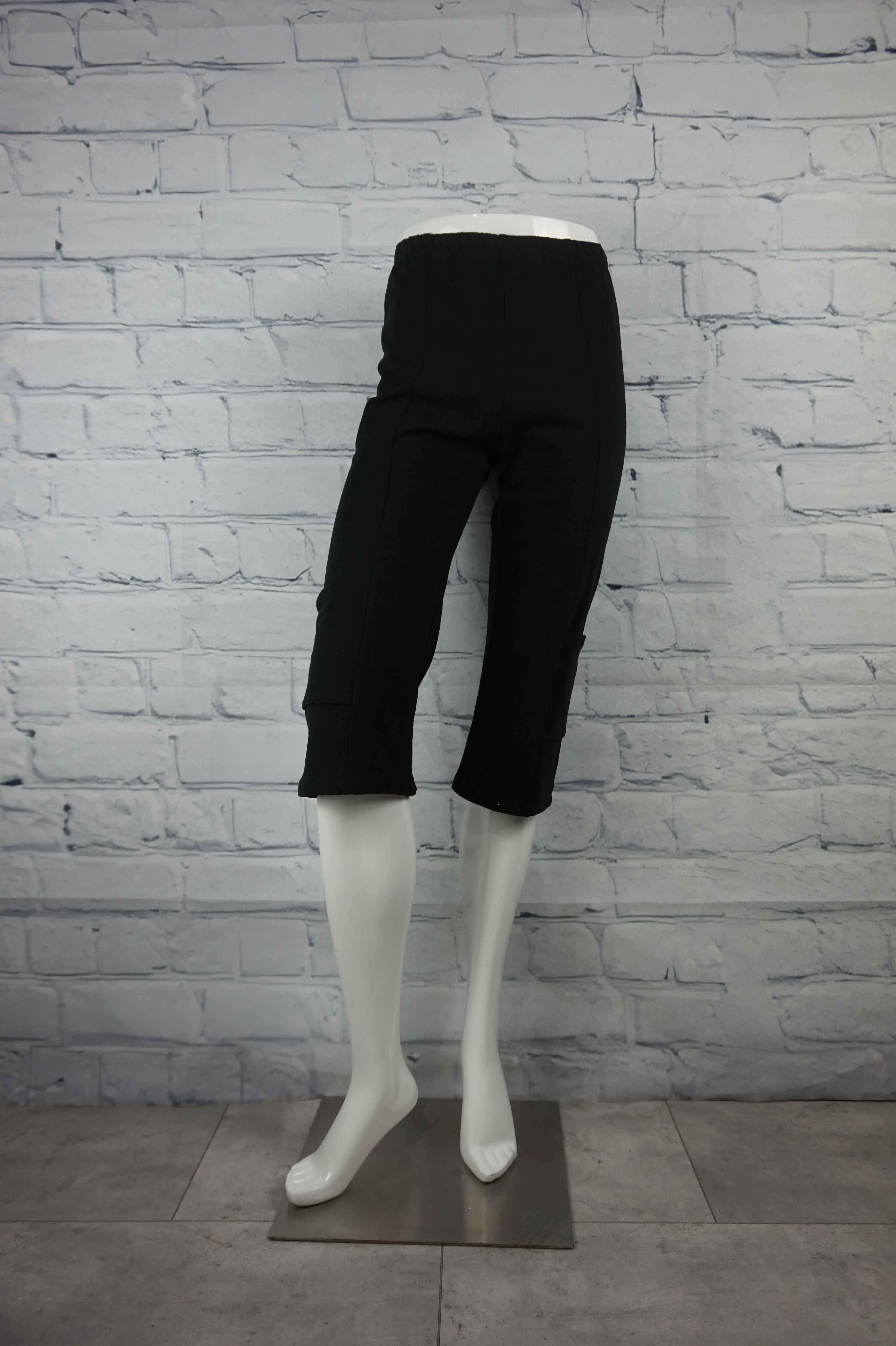 Petticoat Lane Pocket Capri -Black