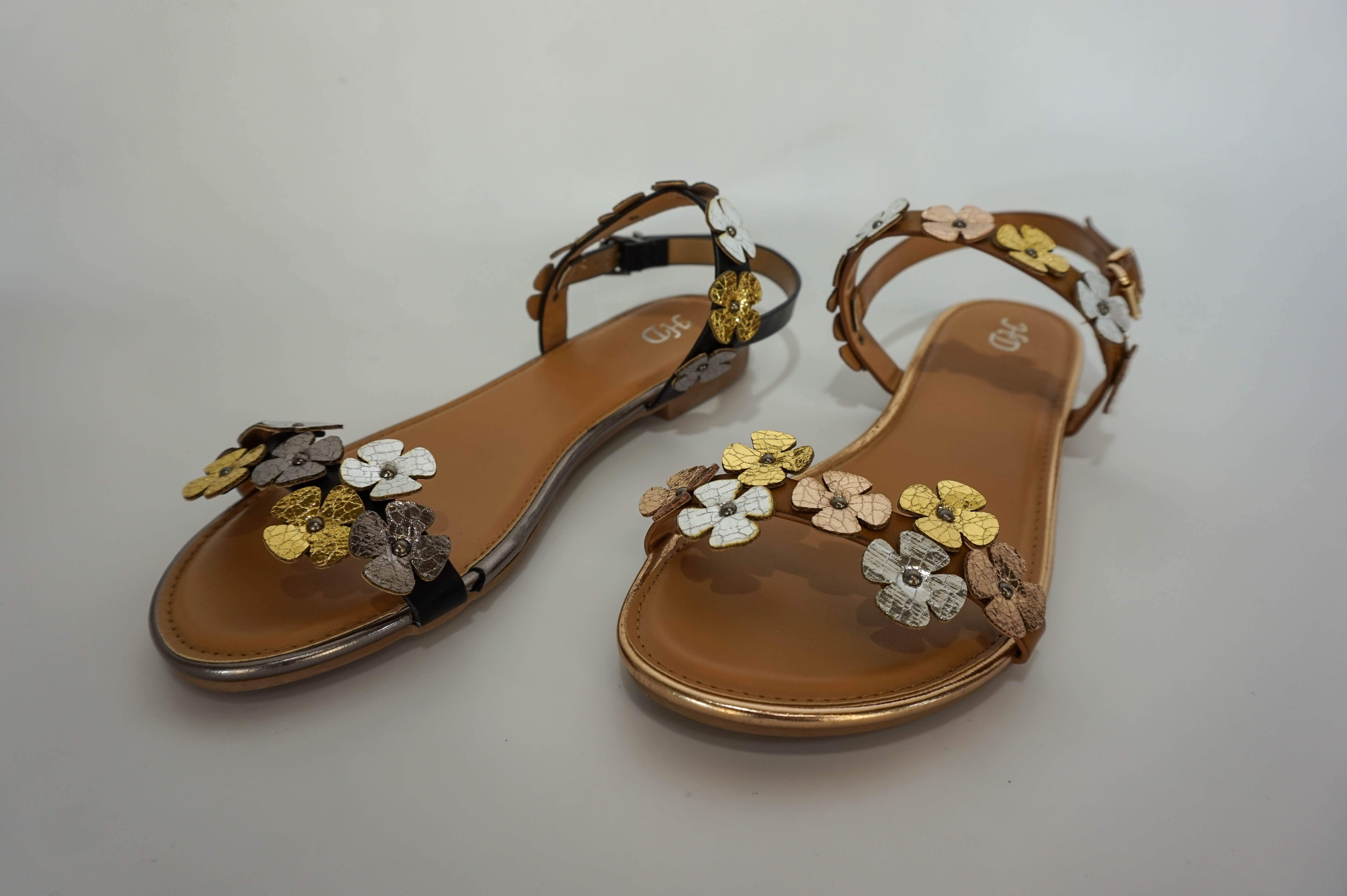 A contemporary selection of comfortable sandals by Hunky Dory exclusive to Rhumba. From strappy flats to dressy wedges in metallics, textured fabrics or bold solid colours with simple or detailed embellishments.