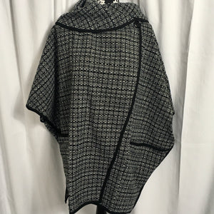 Oversized Wrap in Black/White Pattern