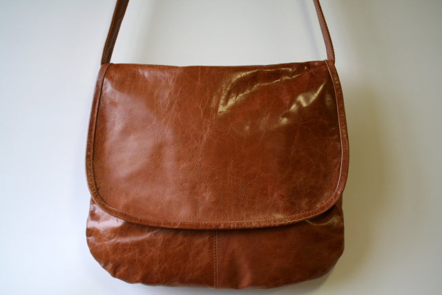 curved messenger bag - antique tan