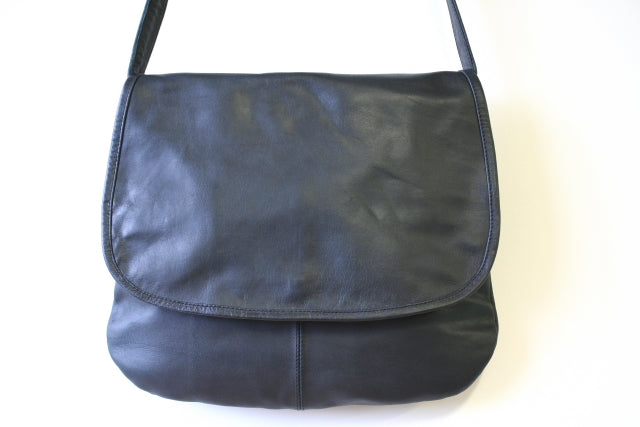 curved messenger bag - black