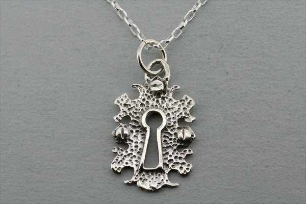 keyhole pendant on 50cm oval link chain