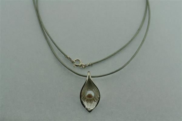 leaf necklace - white pearl