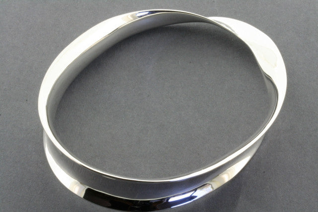 twisted concave bangle