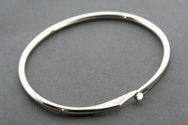 narrow clip bangle