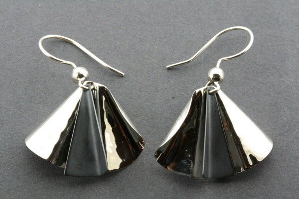 pleated earring - silver/oxidized