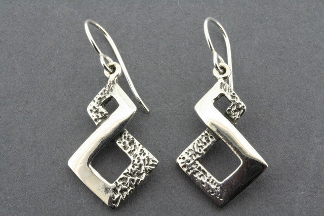 2 texture infinity earring