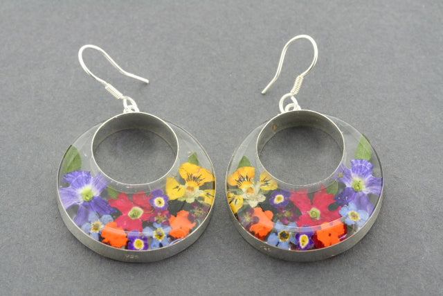 flower in resin earring - large cutout circle