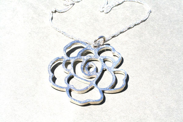 flat rose pendant on 55cm singapore chain