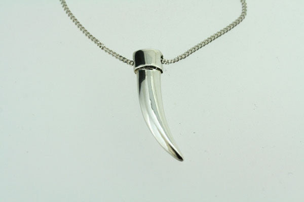 silver tooth pendant on 55cm link chain