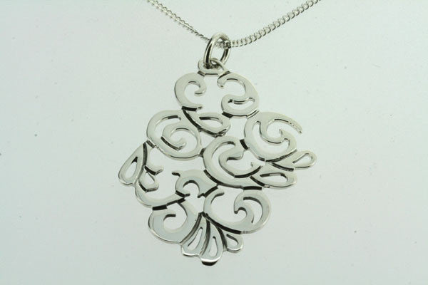 swirl cutout pendant on 60cm link chain