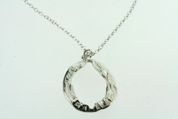 old 0 pendant necklace