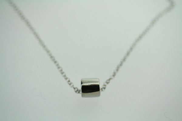 clean tubular disc necklace