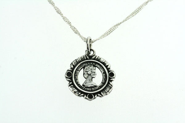 queen cutout coin pendant on 55cm link chain
