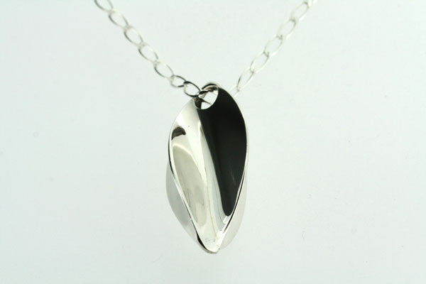silver seed pendant on 1 x 0 link chain 70cm