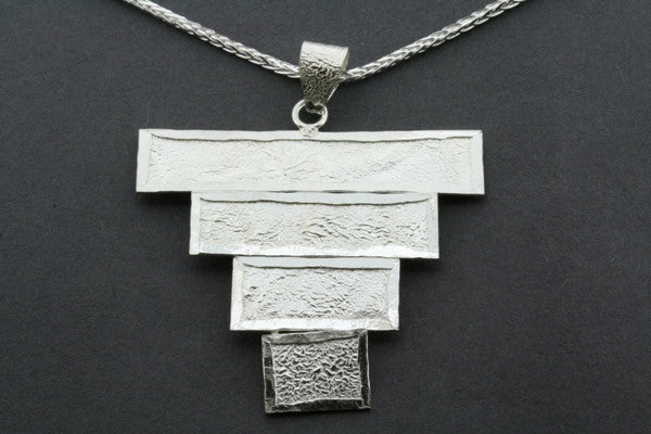 textured deco pendant on 55cm espiga chain