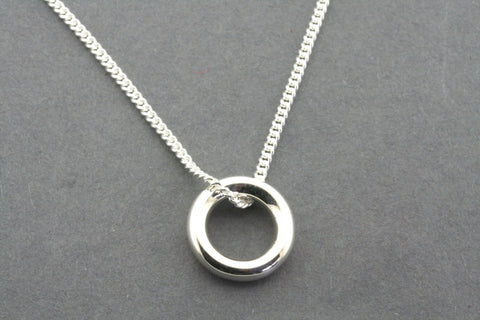 tube circle pendant on 45 cm link chain