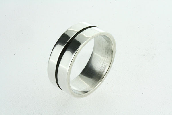 wide band with oxidised groove