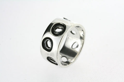 circle cutout & oxidized ring - sterling silver