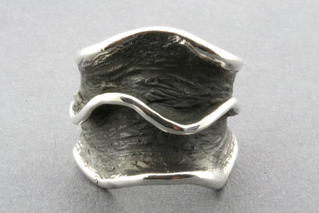 large clam ring