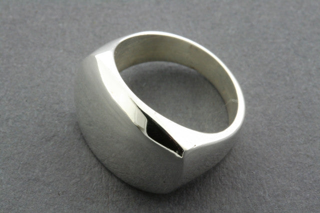 clean flat rec signet ring