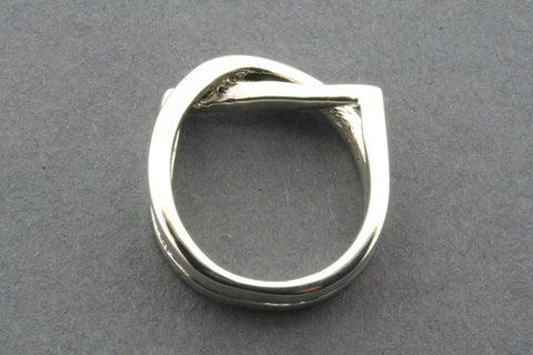 circle/square interlinked ring