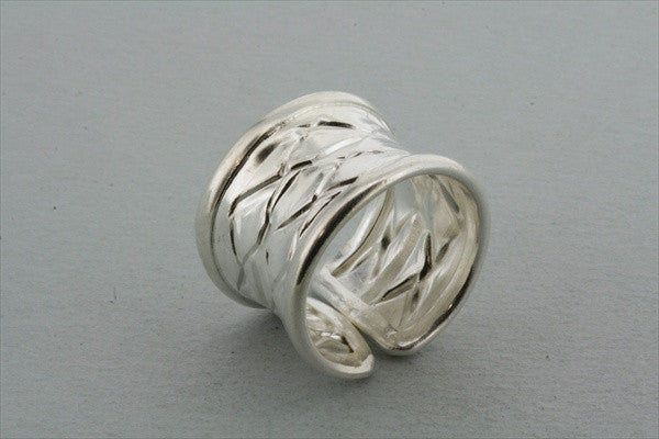 rimmed creased ring