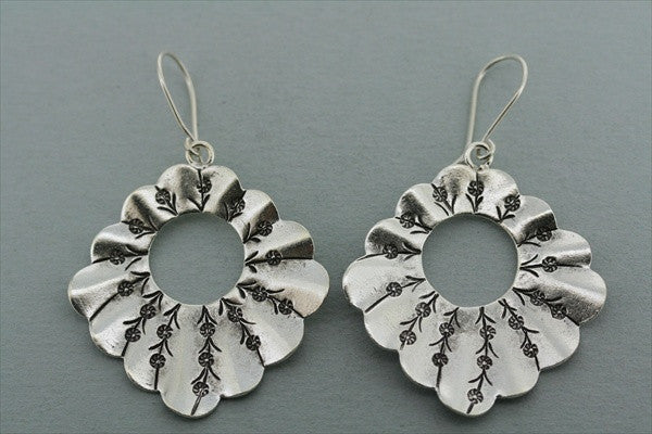 scalloped floral earring