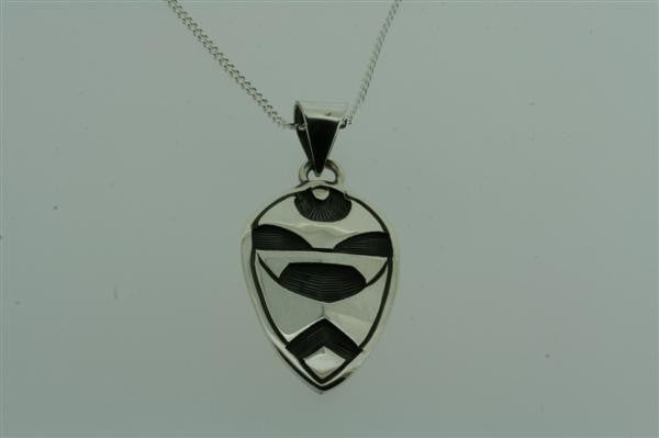 shield pendant on 55cm link chain