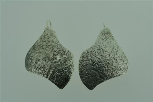 textured convex curve earring