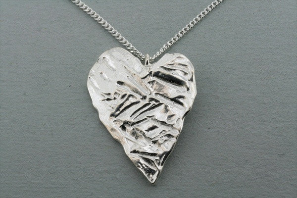 textured heart pendant on 55 cm link chain